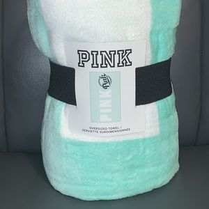 ❌SOLD❌❌New VS PINK oversized towel